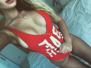 Djezia massage escortgirl