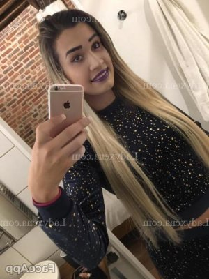 Parisse rencontre dominatrice escort