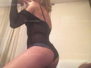 Thifanie massage naturiste fille libertine